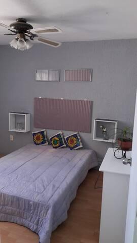 Rento habitación con acabados de lujo