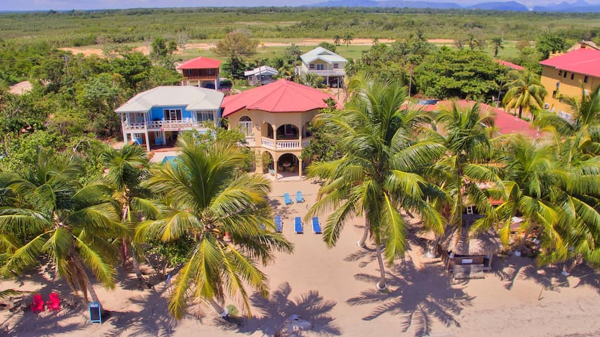 Blue Parrot Beach House - 2 Bed Villa, Lower Floor