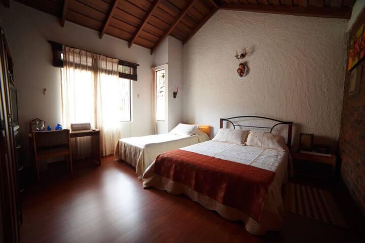 Cómoda habitación en linda casa campestre