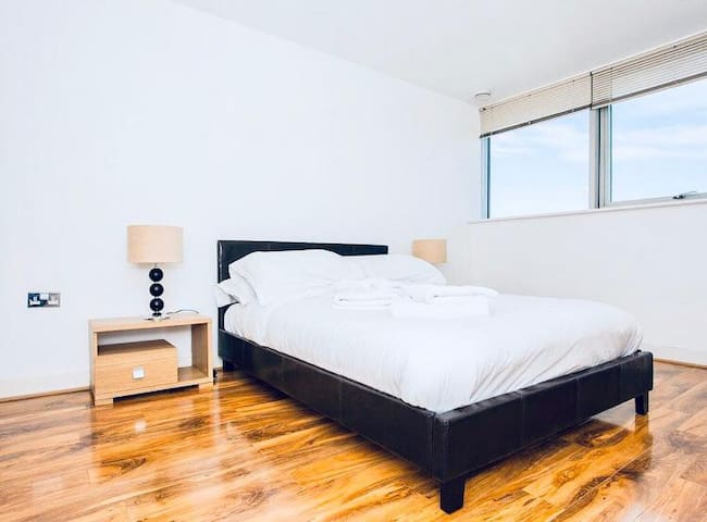 Large Double Bedroom near Canary Wharf