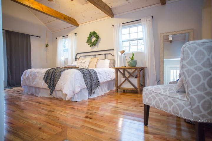 Magnolia-Inspired Farmhouse Suite Near Downtown