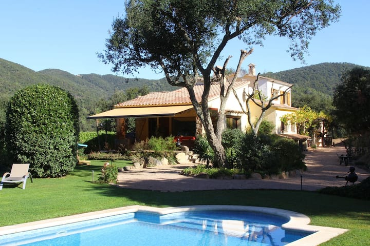 Serene Villa in Calonge with Private Swimming Pool