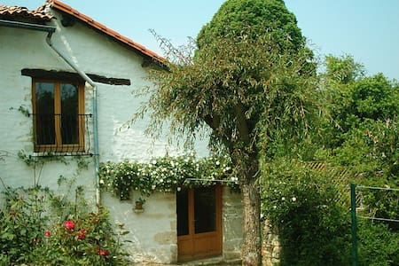 Rose Cottage  - sleeps 2ad, 2ch + baby - Saint-Pierre-d'Exideuil - Rumah