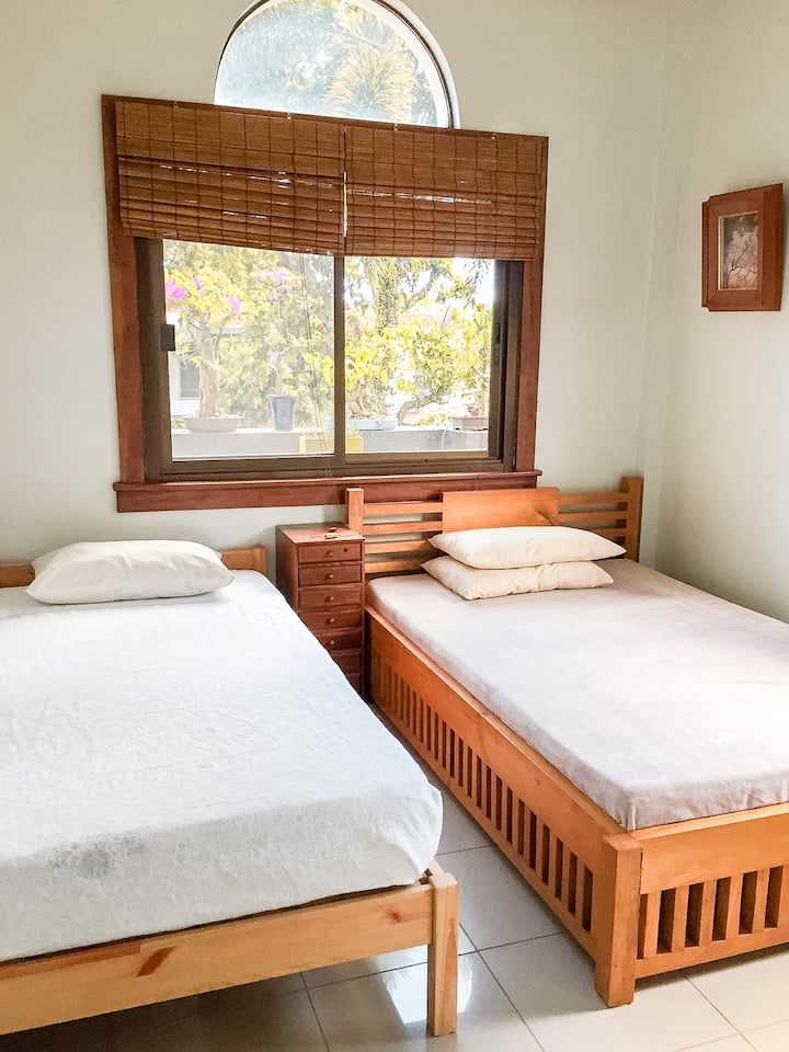 GuestHouse 201: Private Room in Daet (w/ aircon)