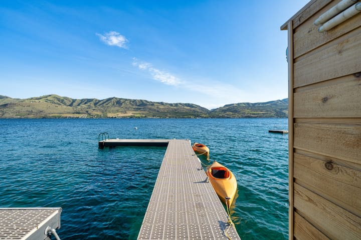 "Lake Chelan - DD's ""over the water"" Cabana"