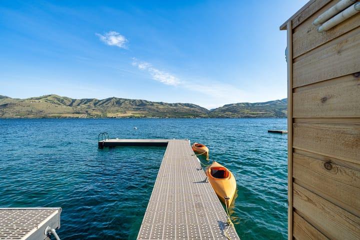 "Lake Chelan - DD's ""over the water"" Cabana"