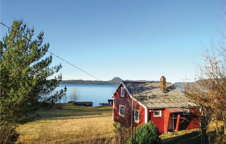 Holiday cottage with 2 bedrooms on 65m² in Skånevik
