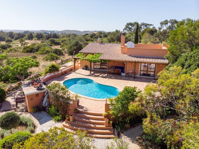 2 bedroom villa with pool, nr Alma Verde, Burgau