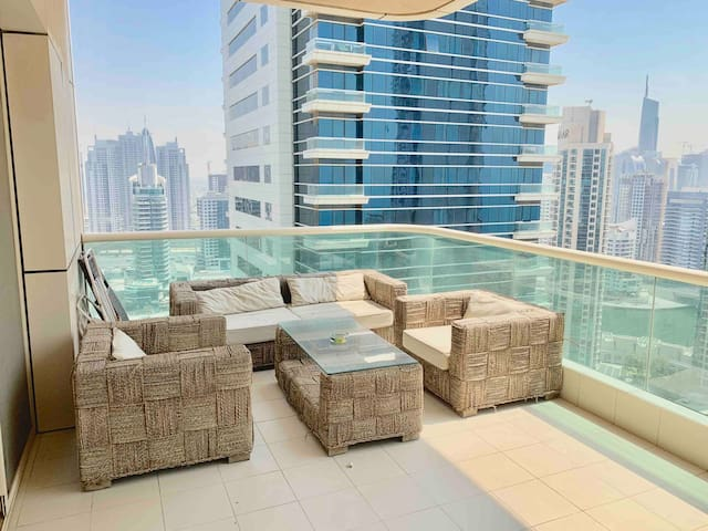 1BR w/balcony, pool & gym in JBR. 5 min walk beach