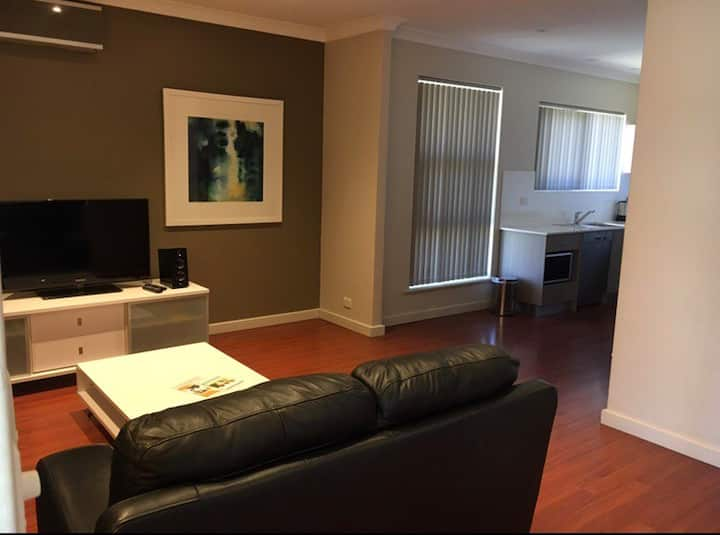 Deluxe 2 bedroom No 2 Ethelton Serviced Apartments