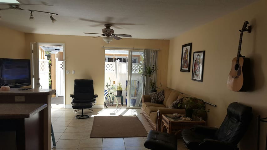 The Perfect Beach/Surf Pad Getaway! - Cocoa Beach - Appartement