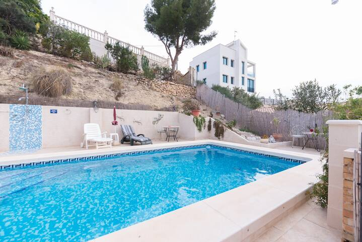 One Bed Apartment Sleeps 3 with Private Pool