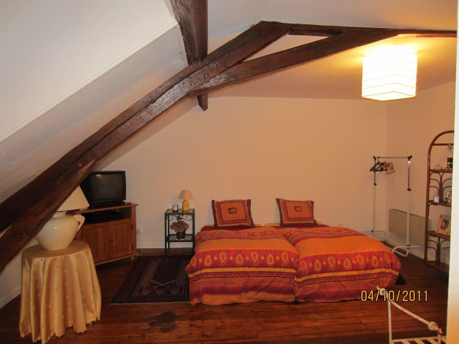 chambre individuelle dans maison de 1901 chambres d 39 h tes louer bourges centre val de. Black Bedroom Furniture Sets. Home Design Ideas