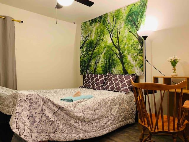 Beautiful Home-Room B1-Queen Bed Second Floor