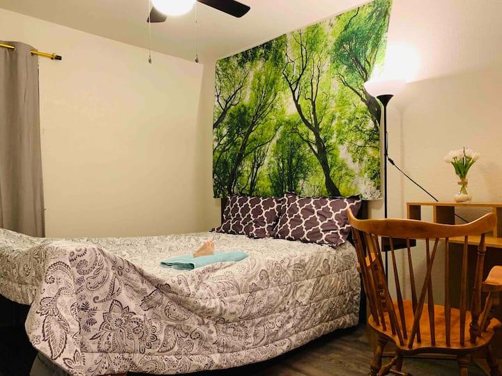 Beautiful Home-Room B1-Queen Bed 2nd Floor+Netflix