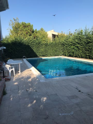 Amazing cozy rooms for rent with pool in a villa