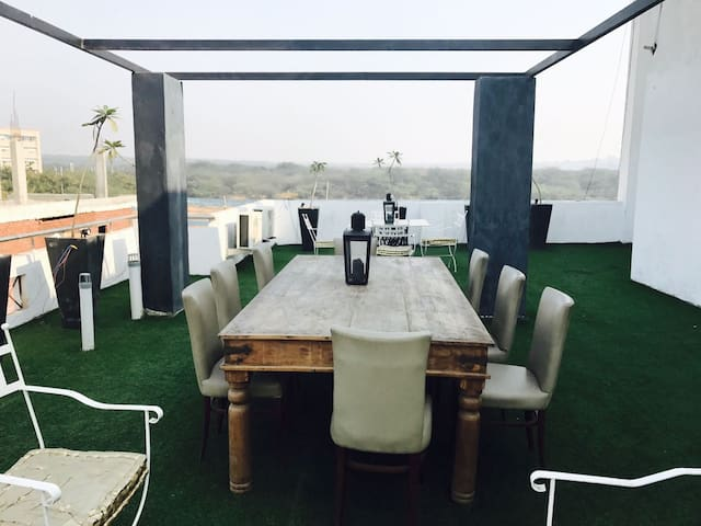 Beautifully Designed For Parties - Gurugram - House