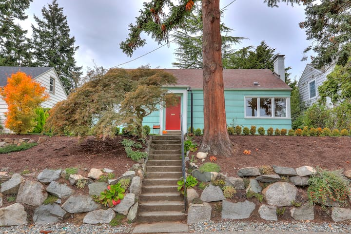 Betti's Cottage Super Seattle location Entire home