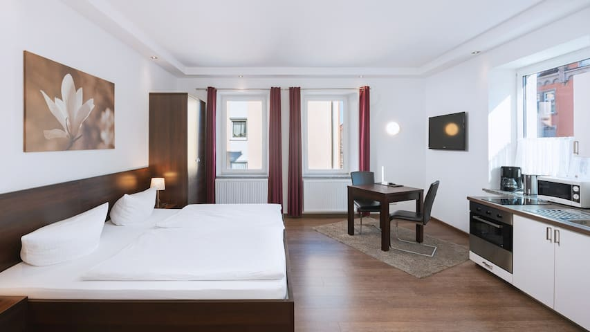 Aparthotel Stadtvilla Premium (Schweinfurt), Komfort Studio/Doppelzimmer mit Küchenzeile