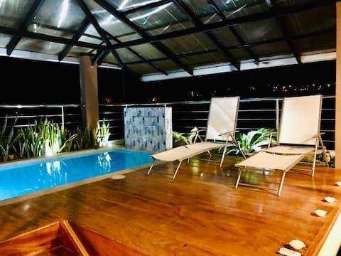Habitaciones con piscina en casa de familia