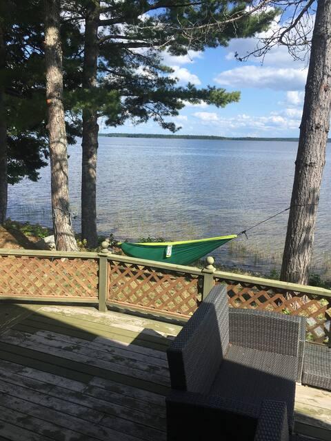 Luxurious cottage on beautiful Oromocto lake!