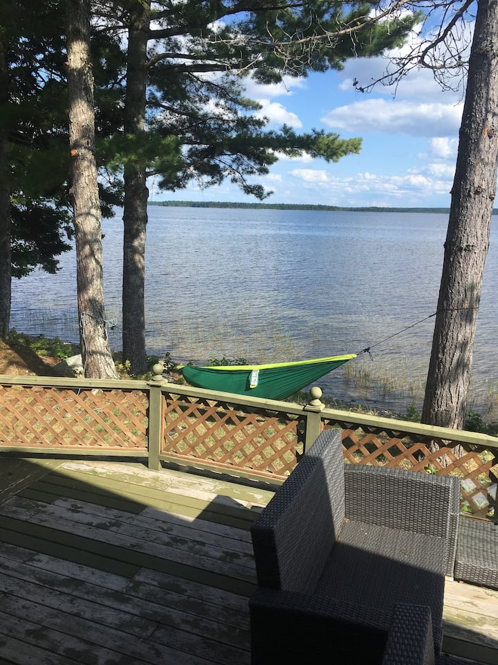 Luxurious cottage on beautiful Oromocto lake!