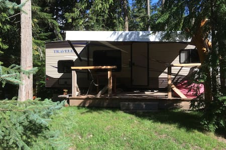 Off-grid Blues Traveller - Sicamous