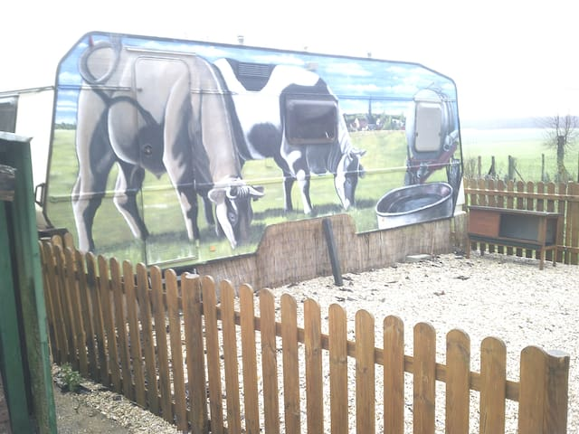 Hébergement atypique dans une ferme  a Montcorbon