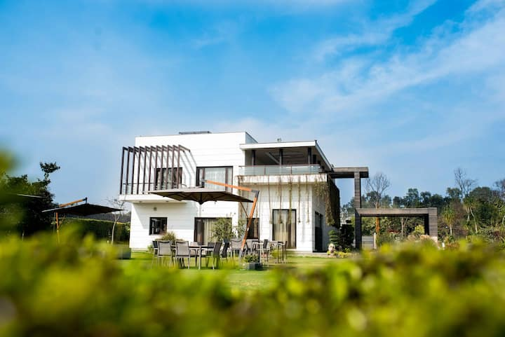 Stunning 5BD pool Villa | Meals & butler service