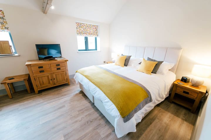 Hollies Barn B&B, Double Room with Ensuite in Luxury Barn Conversion