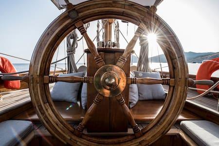 Classic Sailing Yacht Vieux Port - Cannes