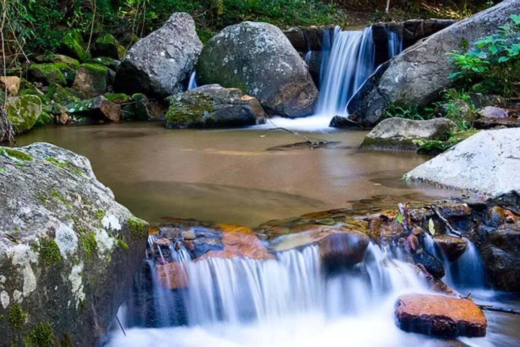 Cascata Caprichosa:  um convite ao relaxamento