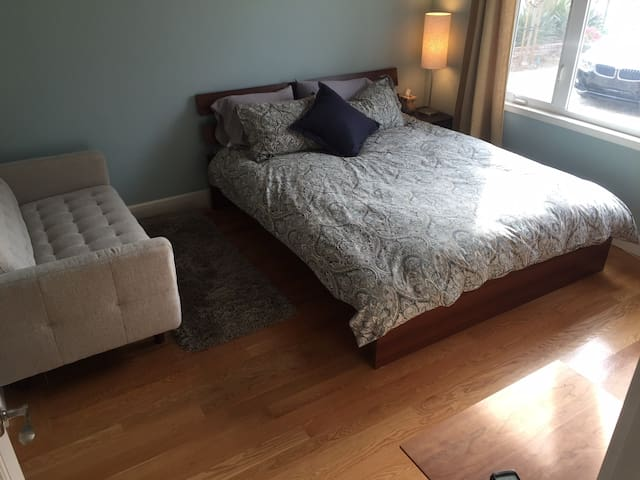 Bright, clean, comfortable room - Saratoga