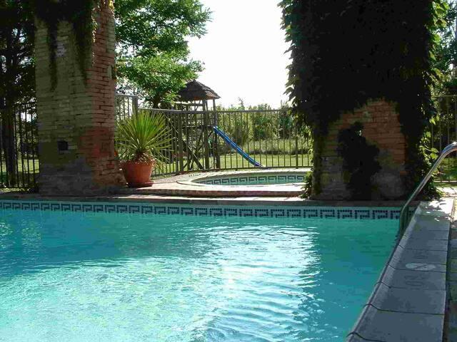 Belle maison avec piscine chauffée/sauna/jacuzzi