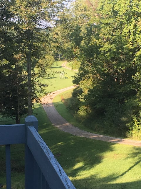 HAPPY TRAILS  RANCH -- Scenic View Walkout