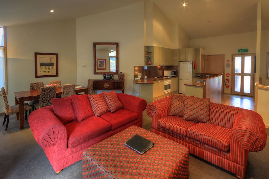 Thredbo Lhotsky 3  Lounge