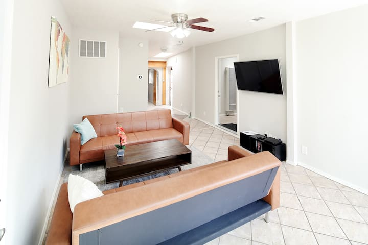 Clean/Safe 2BR Apartment Centrally Located in SD