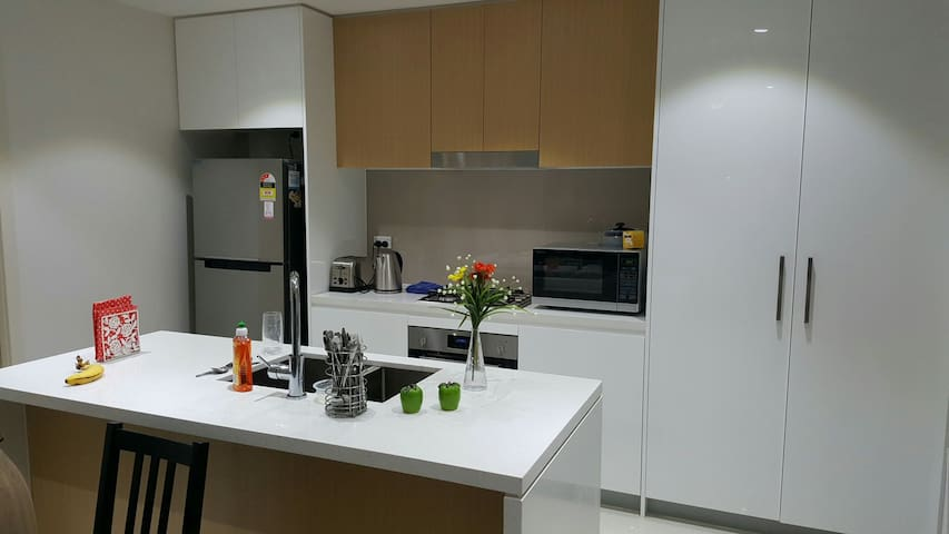 Single Room- Close to Transport, Shops & Amenities - Homebush - Daire