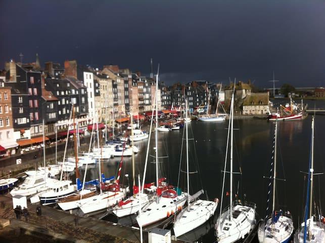 LES COLOMBAGES vue exceptionnelle sur le port...