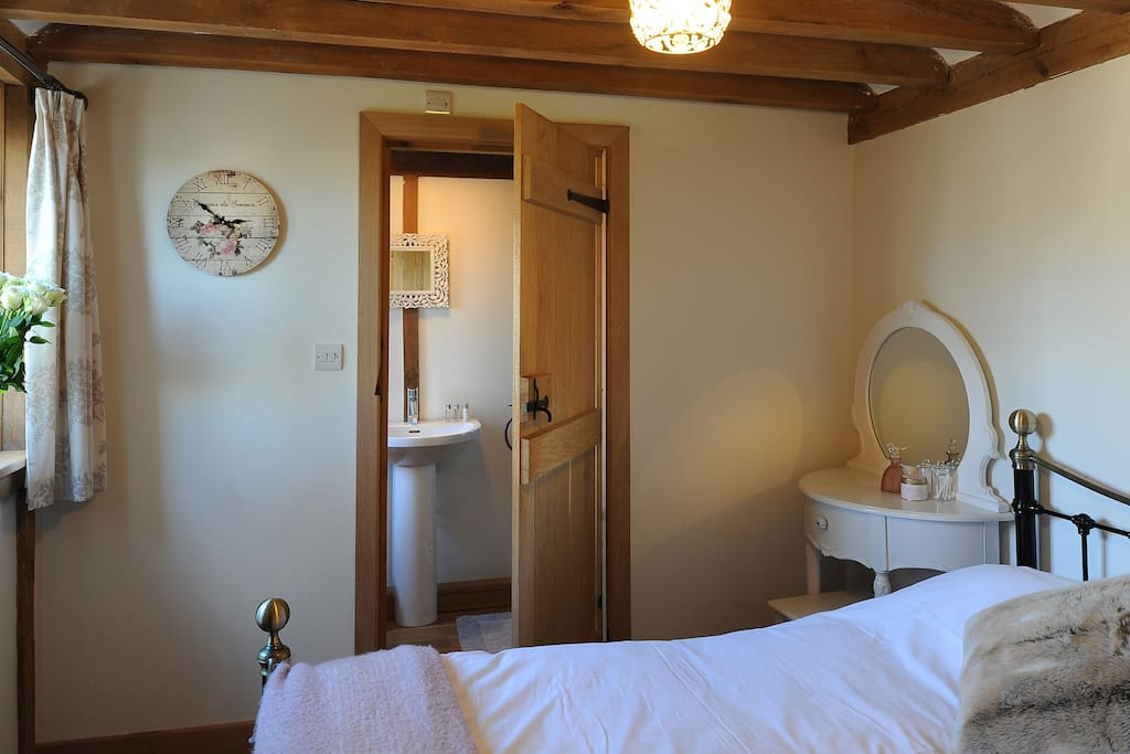 Room 1 Double bed with en suite bathroom