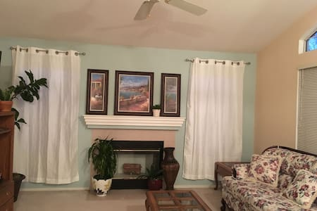 Spacious, quiet relaxing home with lots of privacy - 埃尔克格罗夫(Elk Grove) - 独立屋