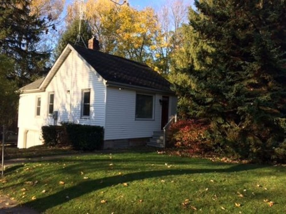 Victoria Garden Cottage Houses For Rent In Niagara On