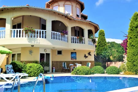 Villa Evora with Private Pool, Garden & Orchard