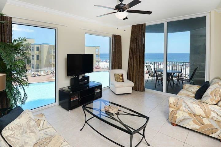 Expansive corner condo w/marvelous ocean views, hot tub, two pools, and more!