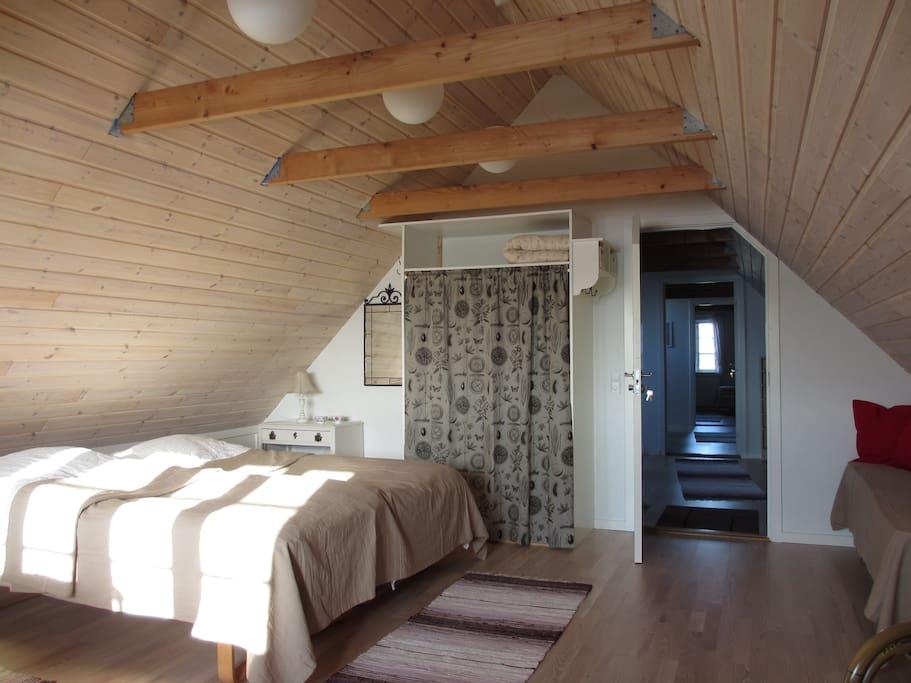 Syd værelse med i alt 3 sengepladser