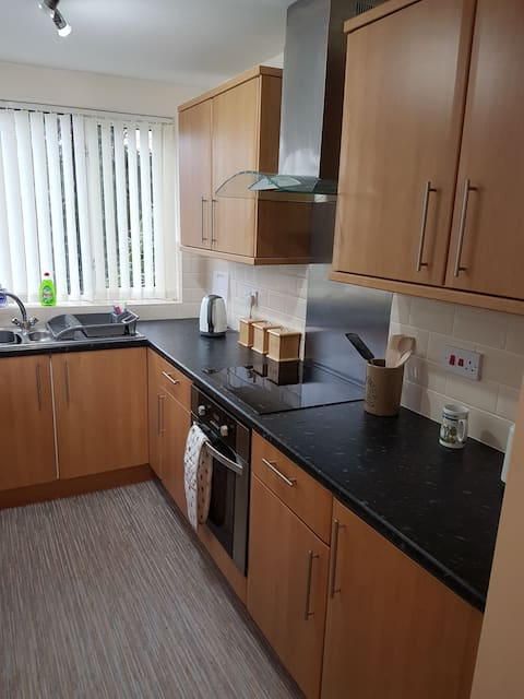 Spacious, newly refurbished 1 bed flat.