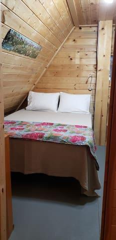 Bedroom 3: queen Casper mattress