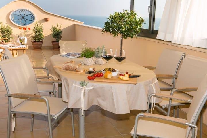 """Casa """"Belvedere"""" sulla spiaggia del Mare Adriatico - Grottammare - Leilighet"""