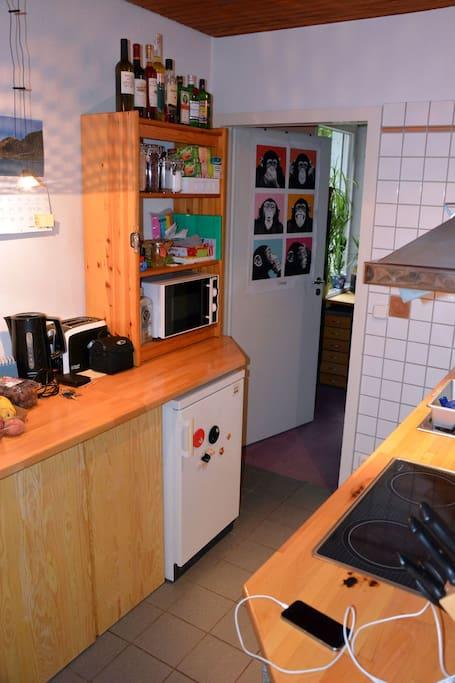 Küche und Durchgang zum 1. Schlafzimmer
