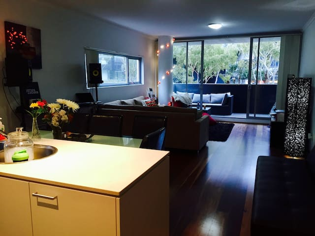 Double room with own bathroom close to CBD - Zetland - Apartment